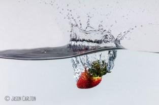 photo strawberry splash water