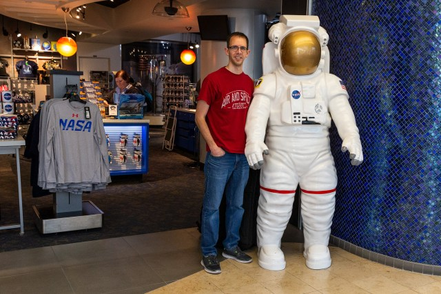 Airport layover Orlando Kennedy Space Center store shopping carltonaut's travel tips