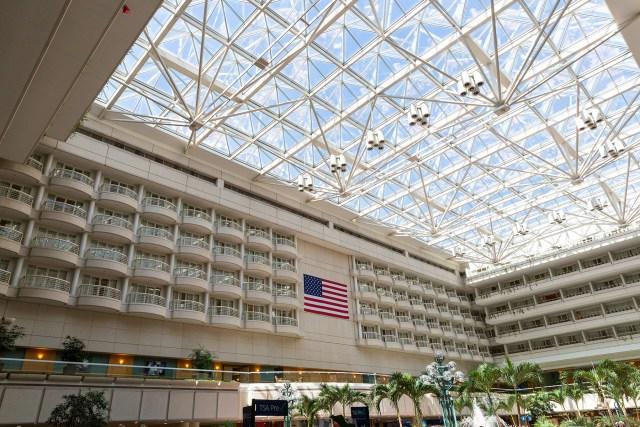 Airport layover Orlando International lobby Carltonaut's Travel Tips