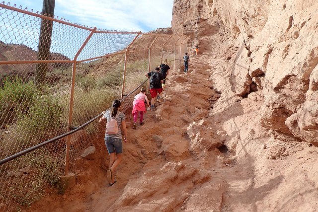 The relatively short hike (2.5 miles) ascends rapidly to the lookout point located on the summit. Camelback Mountain Hike Echo Canyon Trail Carltonaut S Travel Tips