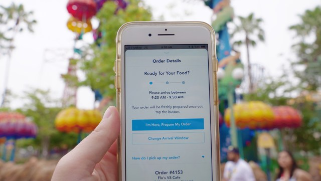 Use the Disneyland App to order food and reduce time in line Carltonaut's Travel Tips