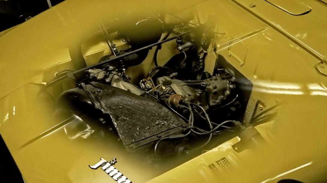 初代ジムニーのエンジンルームの画像