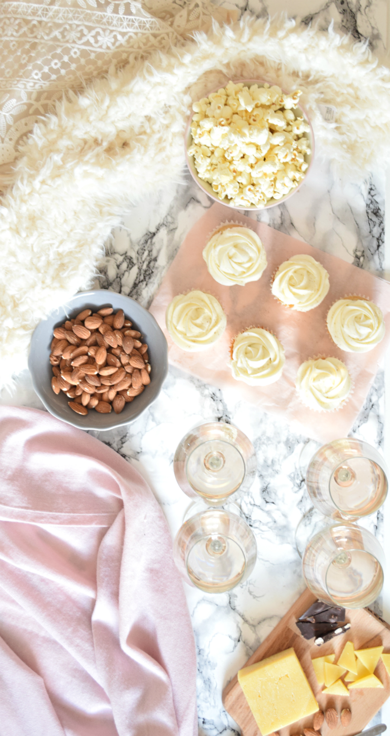 Fall Party, The ultimate girls cozy night in, recipes, tips + tricks and lots or decoration advice (psst it only takes 20 minutes!)