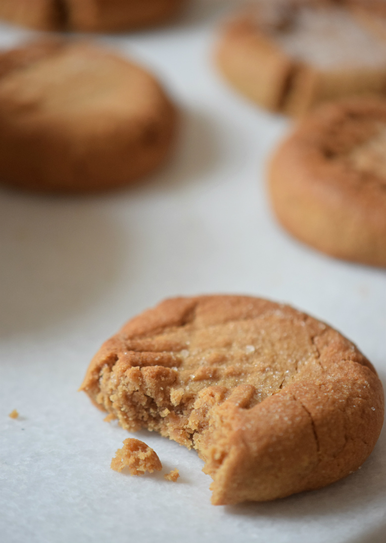 Mind blowing easy PEANUT BUTTER COOKIES!! | Everyone loves this recipe!! | carmelapop.com