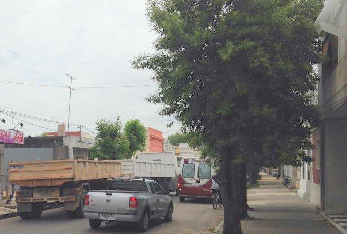 Camión con acoplado originó un embotellamiento en 19 de Abril.