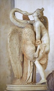 Statue représentant l'accouplement de Zeus en cygne et de Léda