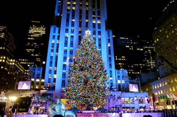 Rockefeller Center Christmas Tree (Image: B. Smith)