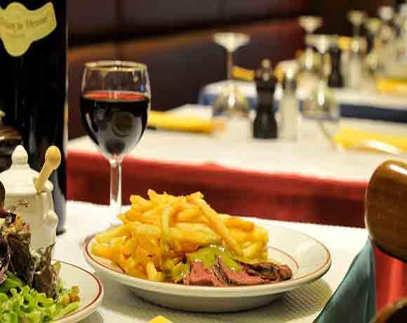 Le Relais de Venise - Steak frites dish (Image: relaisdevenise.com)
