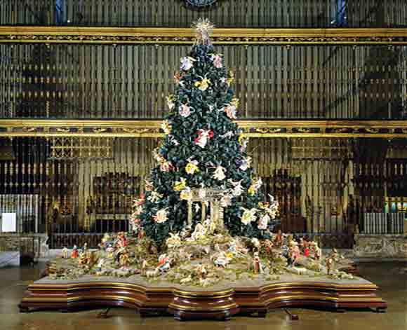 Christmas Tree and Neapolitan Baroque Crèche at Met Museum (Photo credit Met Museum)