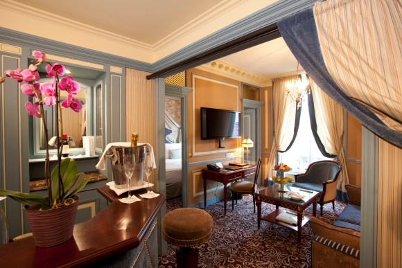 Suite Living Area at InterContinental Bordeaux – Le Grand Hotel (Image: IHG)