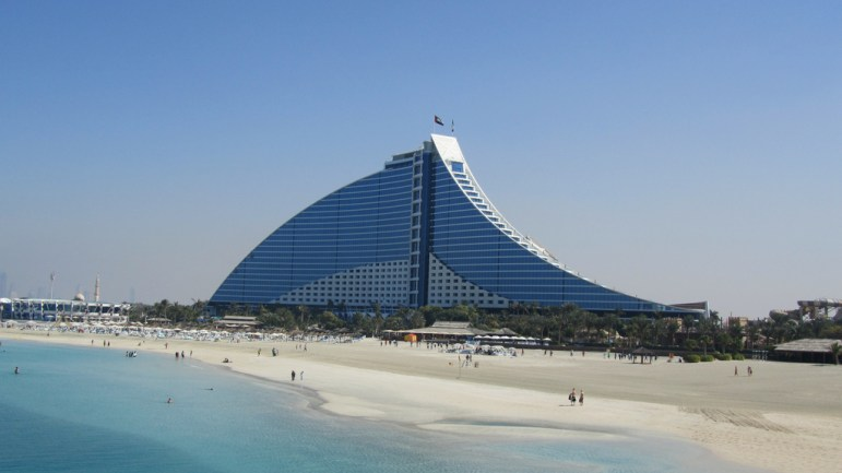 Jumeirah Beach Hotel (Flickr: David Jones under the Common License Law)
