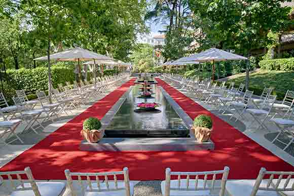 Jardín de los Espejos Desfile Image Courtesy of Hotel Villa Magna