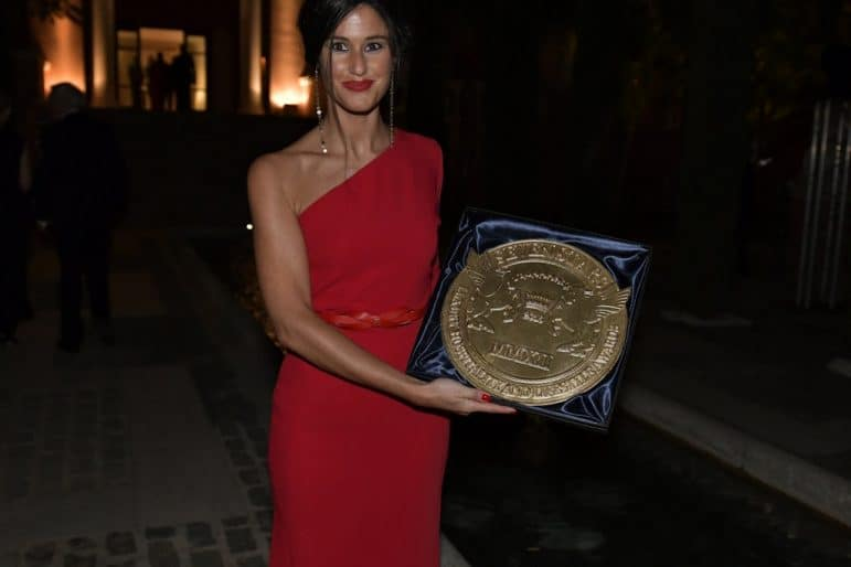 Ione García Alkorta Villapadierna Medical Wellness Director receiving her Seven Stars Luxury and Hospitality and Lifestyle Award, the Signum Virtutis, the seal of excellence