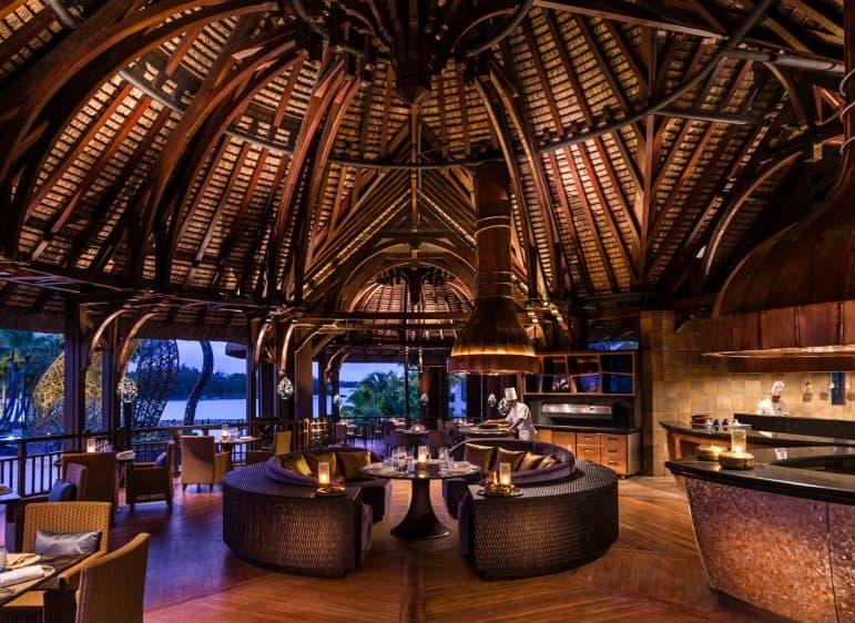 Safran Restaurant in the Evening - Photo Shangri-La Le Touessrok Resort