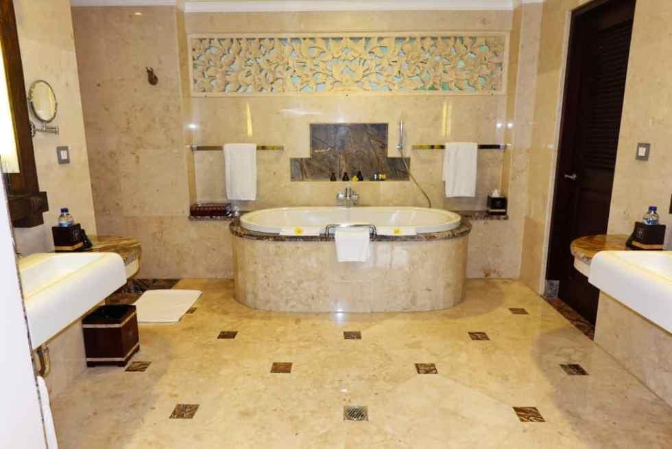Deluxe Suite Bathroom - Viceroy Ubud