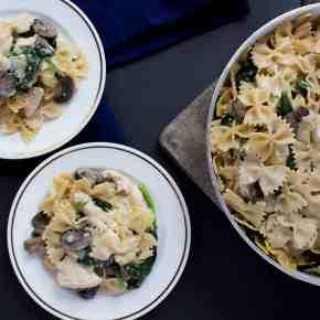 One Pot Creamy Mushroom, Chicken, Spinach Pasta + Giveaway