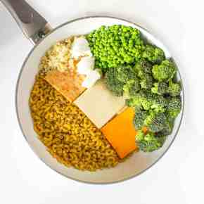 One Pot: Mac and 4 Cheese with Broccoli and Peas