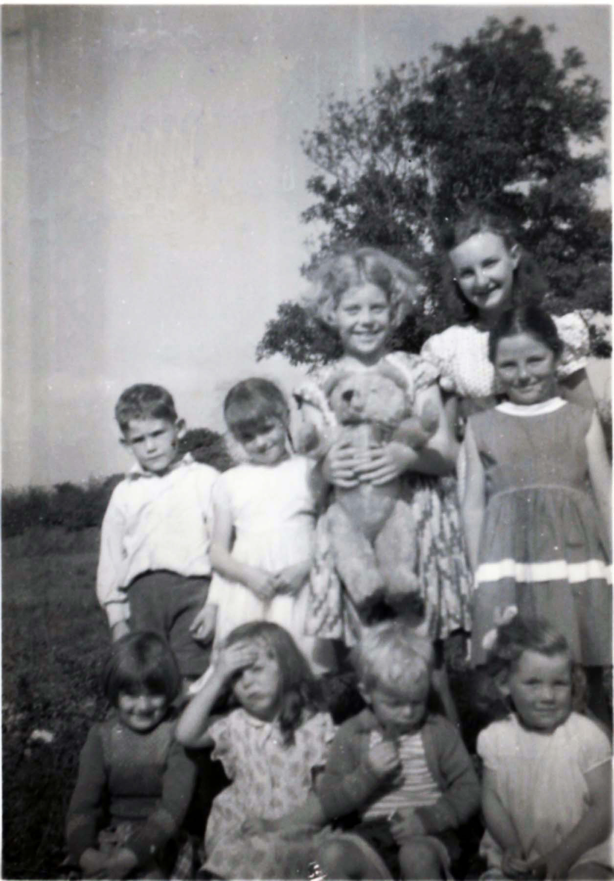 Photo of children from And Colgan, Carndonagh, 1950s.