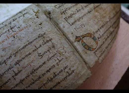 Photo du parchemin du VIIIe siècle trouvé dans une reliure. DNA, photo de Cédric Joubert.