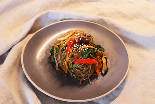 Plat végétarien: Japchae