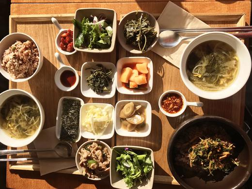Restaurant représenté un plat familial coréen: Moomyung sikdang