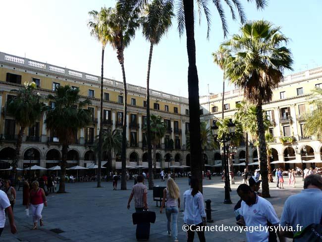 visiter la place Reial de Barcelone