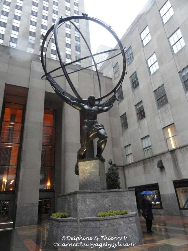 Rockefeller Center - Top of the Rock -La statue d'Atlas est une statue en bronze de Lee Lawrie