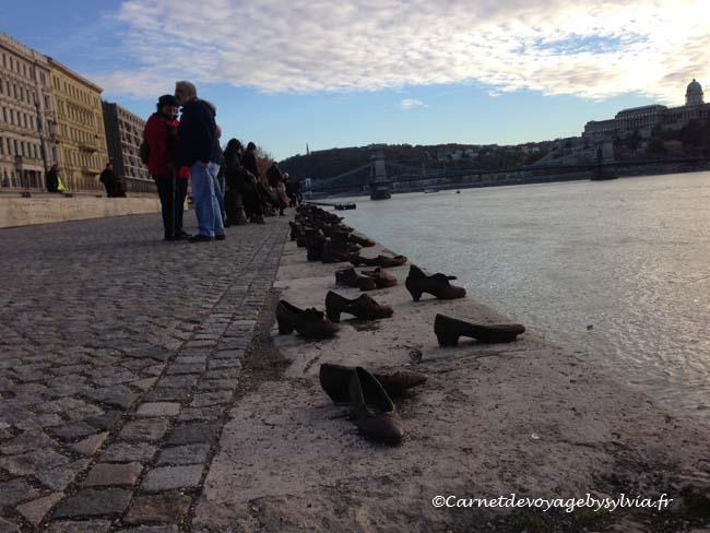 chaussures sur le quai du Danube