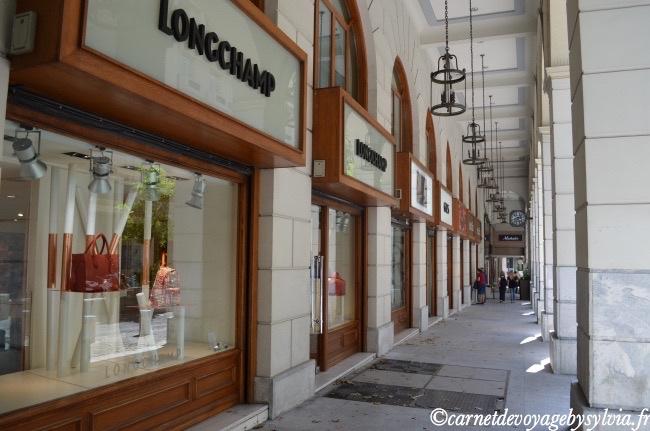lèche vitrine- rue Voukourestiou