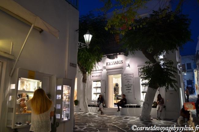 du shopping dans les ruelles de Mykonos