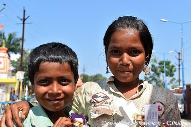 Deux beaux sourires d'Ujjain, ville sacrée des hindous.
