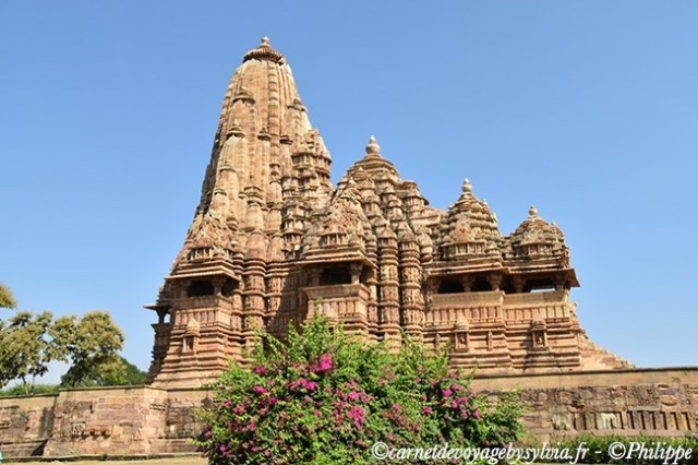 Temple de Khajuraho, célèbre pour peintures érotiques.