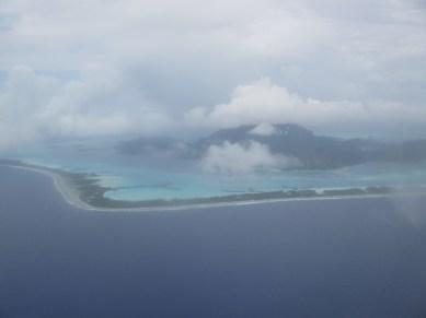 Vue aérienne de l'arrivée sur Bora Bora