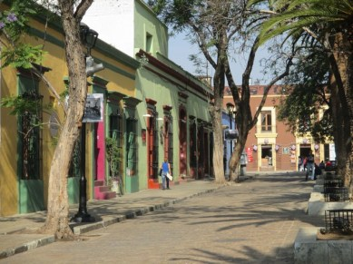les abords de la cathédrale d'Oaxaca