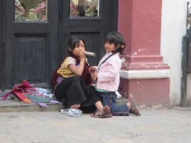 2 jeunes vendeuses des rues San Cristobal de las casas