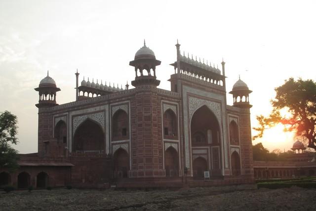 bâtiment accès Taj Mahal