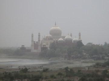 vue dur le Taj Mahal depuis le fort Agra