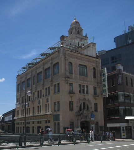 restaurant face rivière Gion