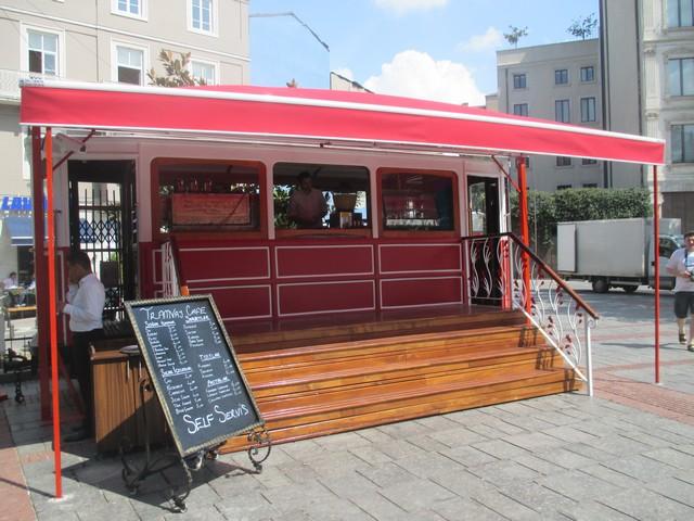 café-tram en bas de la tour de Galata