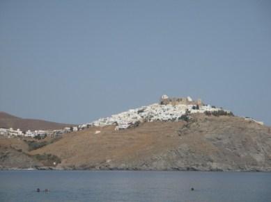 vue château depuis plage Agios Konstantinos