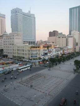 Place devant hôtel de ville Saigon