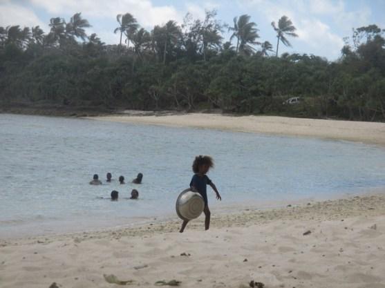 enfant plage Vanuatu (2)