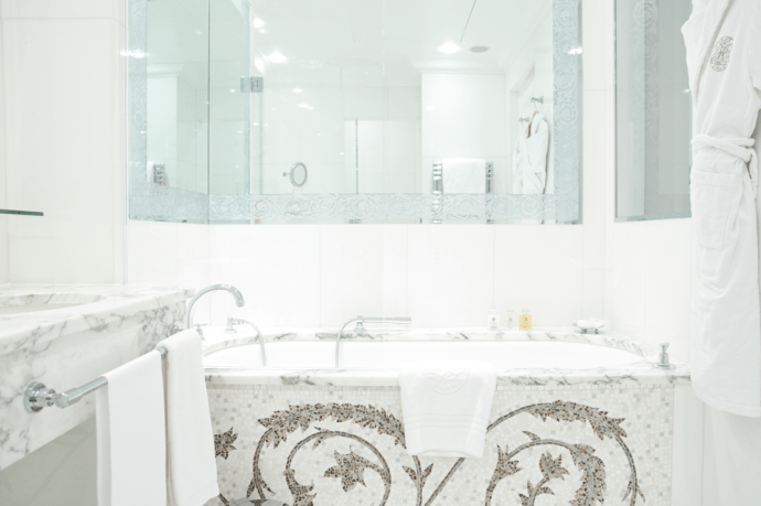 salle-de-bain-plaza-athenee-paris