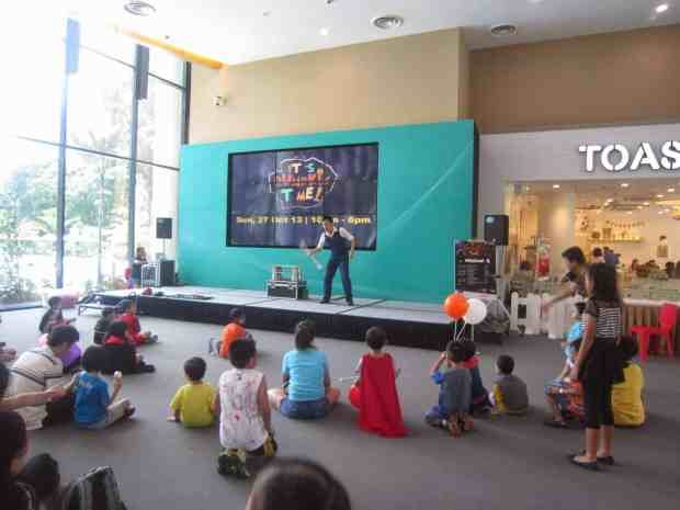 Stage Juggling Show Singapore