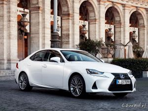 Lexus_IS300h_12