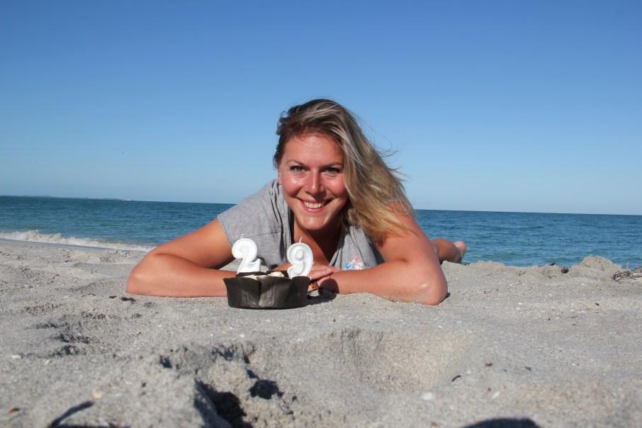 fêter son anniversaire seule sur la plage