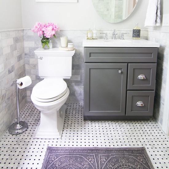 banheiro pequeno e charmoso