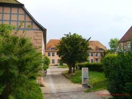 Im Klosterhof in Bergen 3 (c) Carola Peters