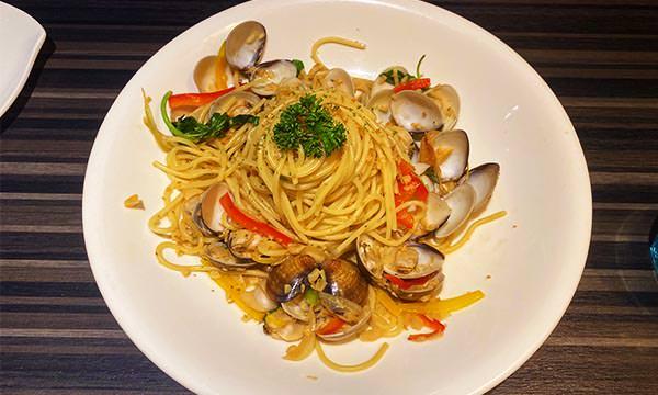 彩椒白酒蛤蜊義大利麵