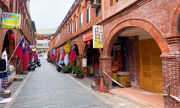 Read more about the article 【金門景點】模範街 美食、伴手禮、紅磚拱廊老街